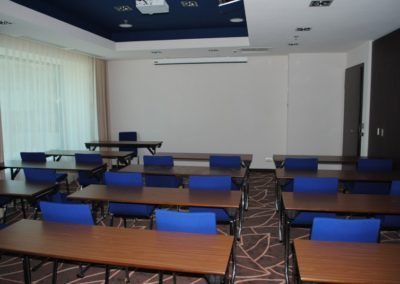 sala-onix-46-mp-cap-30-pers-in-classroom-1